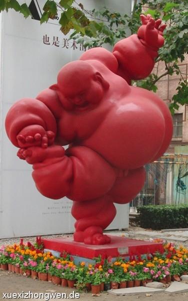 Dicker roter verrenkender Buddha