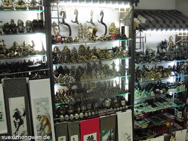 Chinesische Drachen und andere kleine Skulpturen