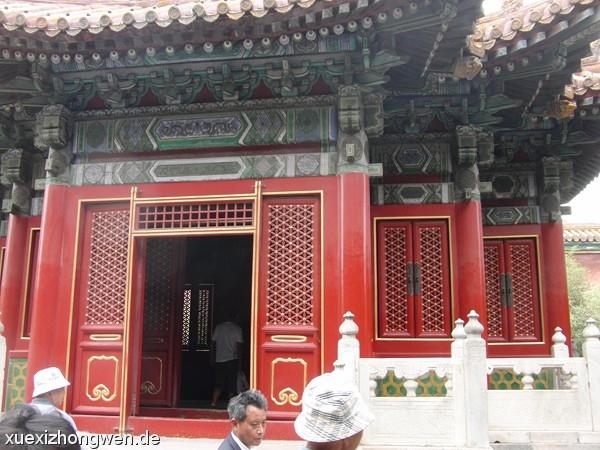 Tür in der verbotenen Stadt zu einem Pavillon